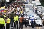 Decenas de miles de personas siguieron el recorrido del papamóvil