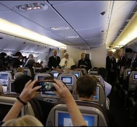 A bordo del vuelo papal