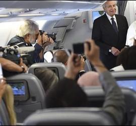 El Papa saludó a los periodistas