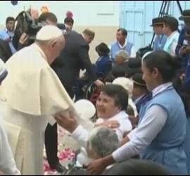 El Papa, con ancianos en Quito