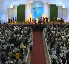 Miles de religiosos, seminaristas y sacerdotes, con el Papa en Santa Cruz