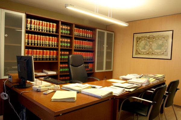 Todos los alumnos del m ster de abogac a aprueban el for Muebles para despacho de abogados