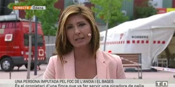 La reportera de TV3 informando sobre el incendio