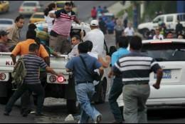 El paro ordenado por las maras ha obligado a los salvadoreños a improvisar para poder llegar a sus casas o centros de trabajo