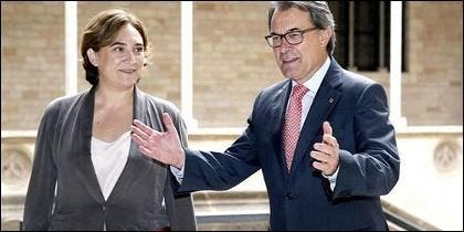 Ada Colau y Artur Mas.