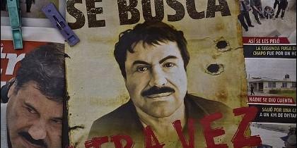 Cartel para localizar a «El Chapo» en una estación de autobuses de México.