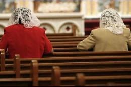 Las mujeres sólo tienen acceso a seis sacramentos