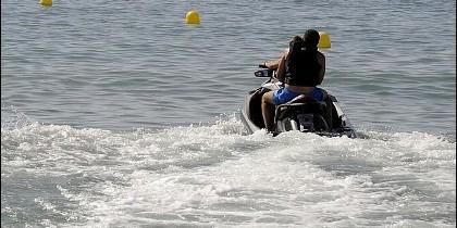 Tráfico ilegal de inmigrantes en motos de agua.