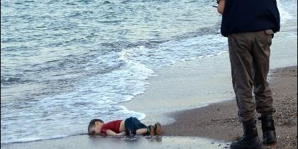 Imagen del niño sirio ahogado.