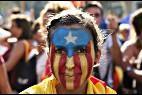 Una independentista con la estelada de Ctaluña pintada en la cara.
