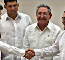 Colombian President Juan Manuel Santos, Cuban Raul Castro and FARC leader Rodrigo Londoño, alias Timochenko.
