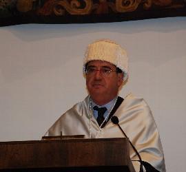 Gonzalo Tejerina A. vestido de doctor