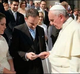El Papa, con un matrimonio