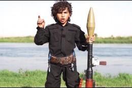 El niño del Daesh amenazando