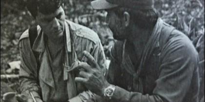 Alfonso Rojo con Edén Pastora, el mítico Comandante Cero sandinista, en las selva del sur de Nicaragua, en abril de 1984.