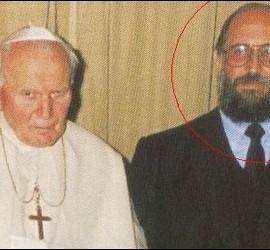 El fundador del Sodalicio, con Juan Pablo II