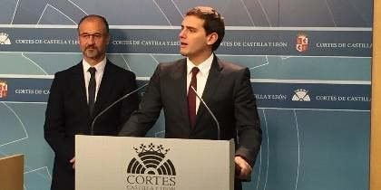 Albert Rivera y Luis Fuentes en las Cortes de Castilla y León