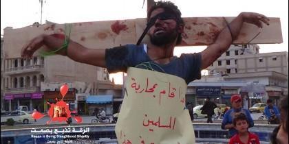 Un cristiano crucificado por los islamistas en Siria.