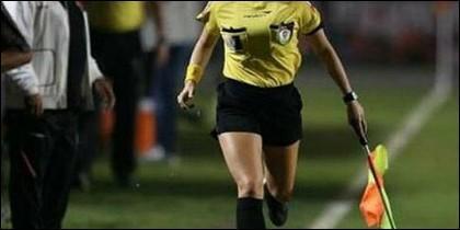 Una árbitro
