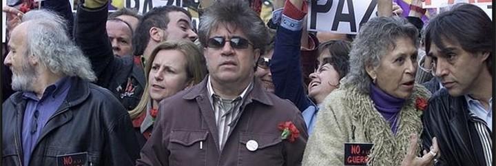 Almodóvar y Bardem en una manifestación del 'No a la Guerra'.