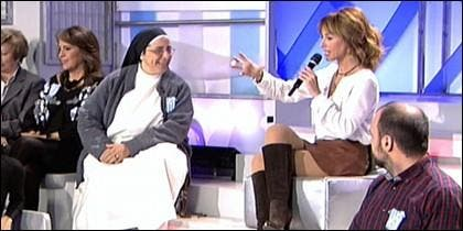 Lucía Caram junto a Emma García.