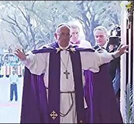 El Papa abre la puerta santa en Bangui