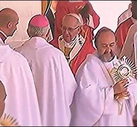 Juan José Aguirre y la custodia regalo del Papa