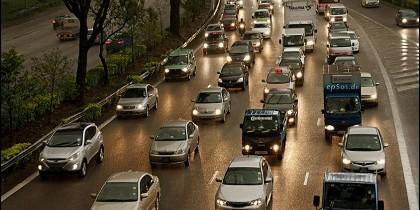 Tráfico, atasco, coches, salida y entrada de las ciudades.