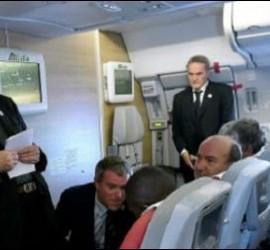 Francisco, ayer, durante la rueda de prensa en el vuelo