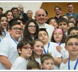 El Papa con los niños de Acción Católica