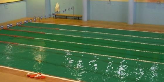 pp denuncia el abandono de la piscina climatizada de