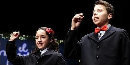 Niños de San Ildefonso cantando premio de la Lotería de Navidad.
