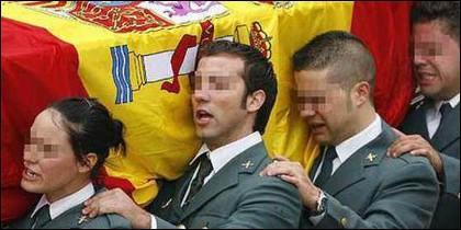 Agentes de la Guardia Civil en el funeral de un compañero asesinado por los terroristas de ETA.