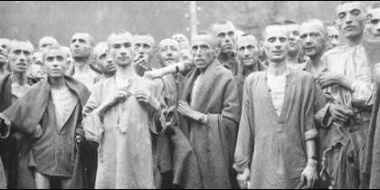 Judíos víctimas del Holocausto nazi, en el momento de ser liberados en 1945.