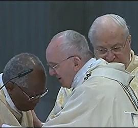 El Papa da la paz a Sarah