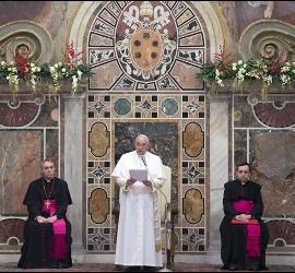 El Papa se dirige al cuerpo diplomático