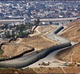La frontera que separa México de Arizona