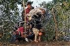 Refugiados intentan cruzar la valla