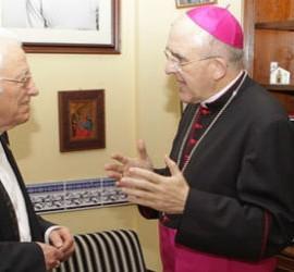 Carlos Osoro, junto al padre Ángel, en San Antón