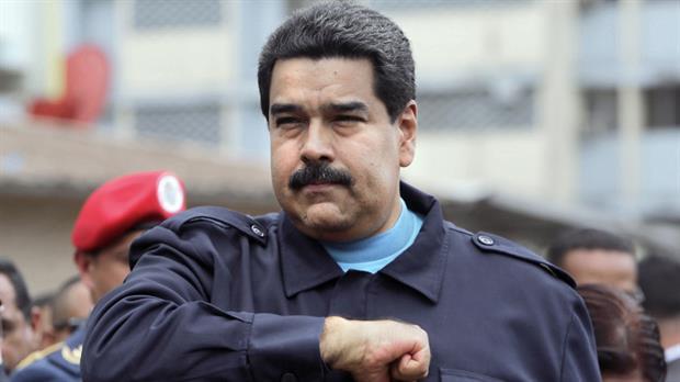 Así es como los venezolanos se pelean por leche en un MERCAL