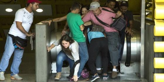 Estampida en el Metro de Caracas
