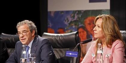 César Alierta con Trinidad Jiménez.