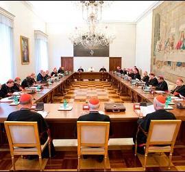 Se espera que en esta reunión se terminen de delinear dos nuevos dicasterios: uno sobre caridad, justicia y paz y otro sobre laicos, familia y vida