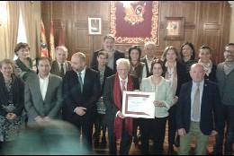 El padre Ángel, fundador de Mensajeros de la Paz recibe la Medalla de Oro de los Amantes de Teruel