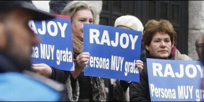 Ciudadanos de Pontevedra se manifiestan contra la cacicada de declarar a Mariano Rajoy 'persona non grata'.