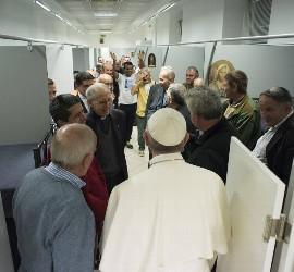 El Papa, en el centro de los sin techo