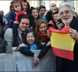 El artista, con su familia