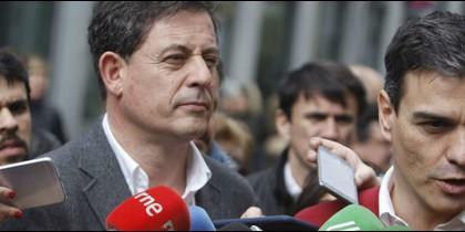 El líder del PSdeG, José Ramón Gómez Besteiro, con el del PSOE, Pedro Sánchez.