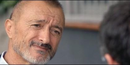 Arturo Pérez-Reverte, periodista, académico y el novelista español de mayor éxito.