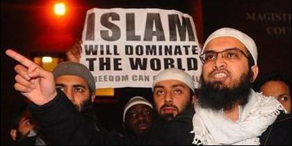 Manifestación de musulmanes reivindicando en Europa la superioridad del Islam.